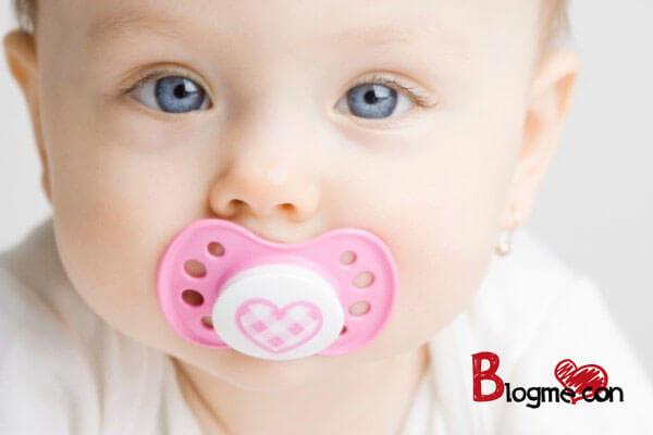 cai sữa hiệu quả cho bé với ti giả