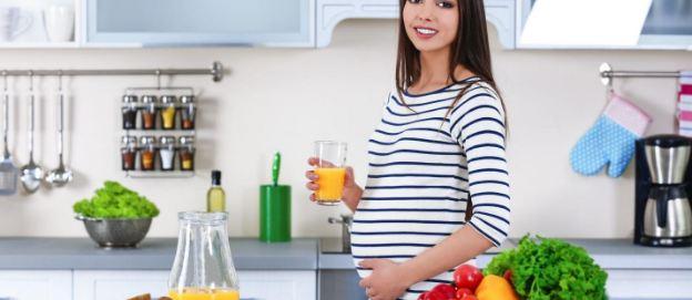 Mẹ uống hoặc ăn nhiều trái cây tươi