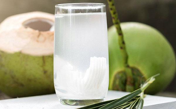 Tác dụng của nước dừa đối với bà bầu