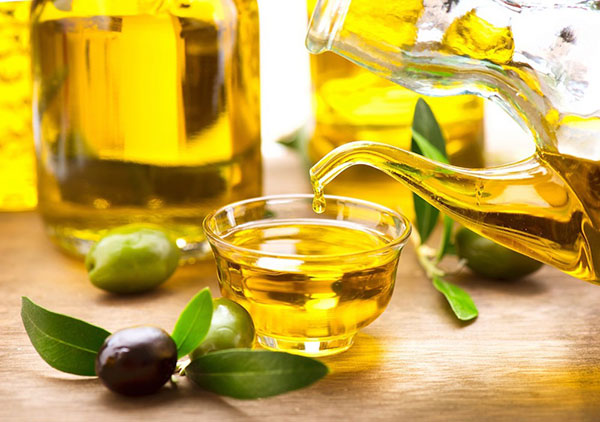 điều trị rạn da sau sinh với dầu olive