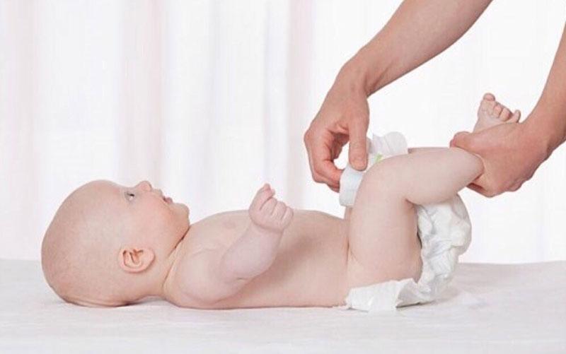 Ngừng đóng bỉm ngay lập tức khi bé bị hăm tã