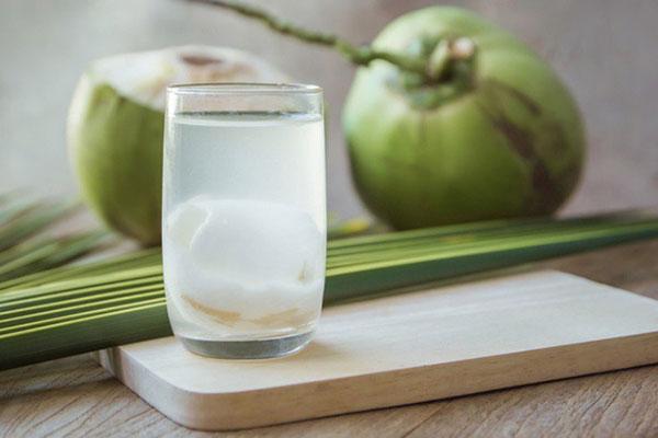 Phụ nữ mang thai uống nước dừa có tác dụng gì