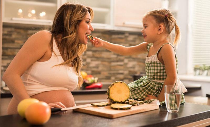 Bà bầu có nên ăn dứa không?