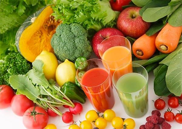 Bổ sung nhiều trái cây, rau xanh vào thực đơn hàng ngày để tăng cường chất xơ