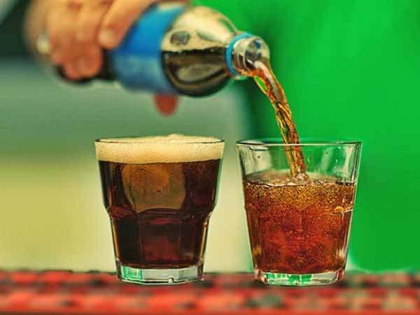 Bà bầu bị ốm nghén không nên uống đồ uống có ga