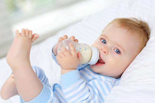 Bình sữa cho bé loại nào tốt?