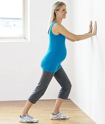 Động tác căng cơ giúp giảm nguy cơ bị chuột rút khi mang thai