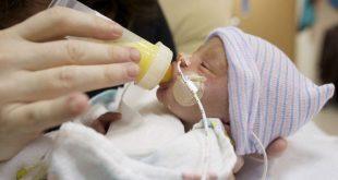 Trẻ sinh non cần uống loại sữa đặc trị