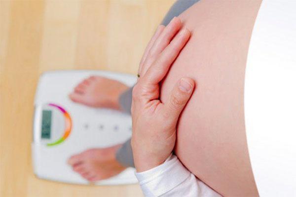 Ngừng tăng cân hoặc giảm cân cũng là một dấu hiệu nhận biết sắp sinh