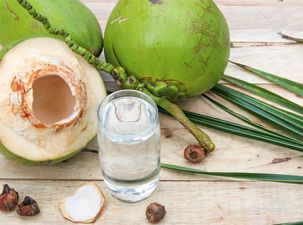 Lợi ích của nước dừa đối với phụ nữ sau sinh