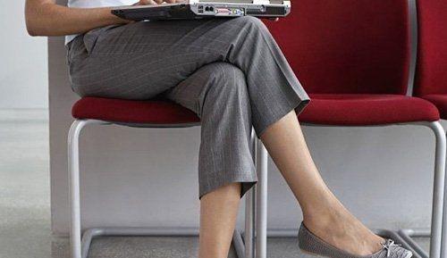 Không ngồi bắt chéo chân khi mang thai