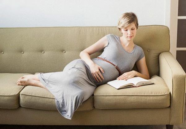 Tư thế ngồi cần tránh khi mang thai