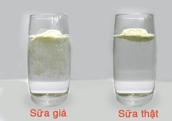 Sự khác nhau giữa sữa thật và giả khi pha với nước nóng