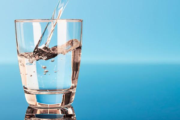 Nước có vai trò quan trọng với cơ thể trẻ sơ sinh