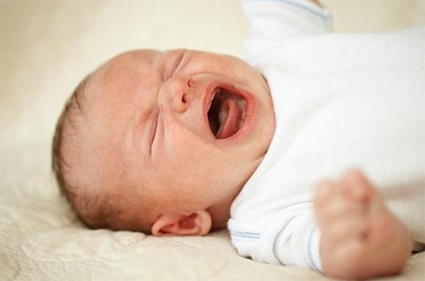 Trẻ khóc dạ đề là gì?