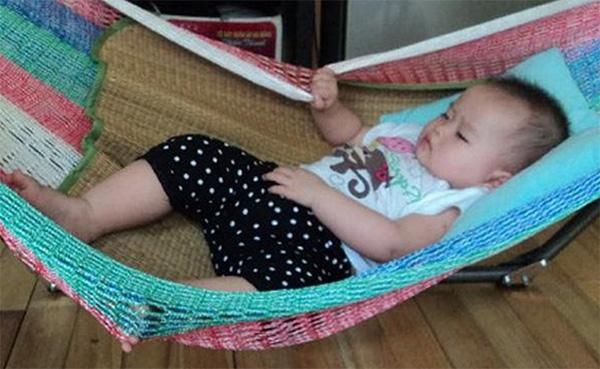 Những lưu ý khi cho trẻ sơ sinh nằm võng