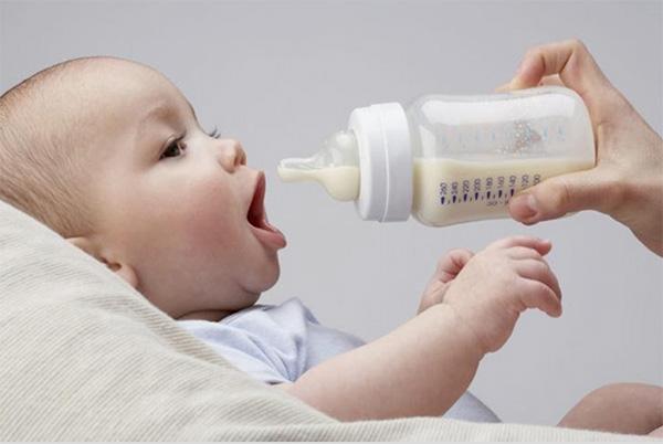 Có rất nhiều nguyên nhân khiến trẻ sơ sinh bị nấc