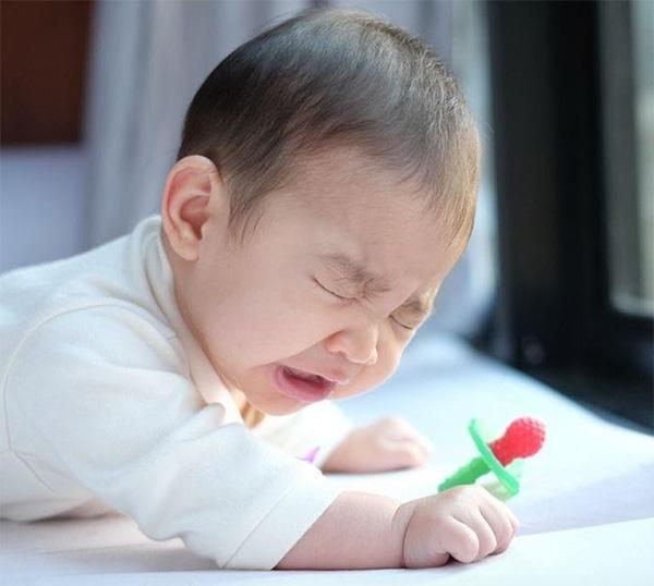 Nguyên nhân khiến trẻ hắt hơi nhiều?