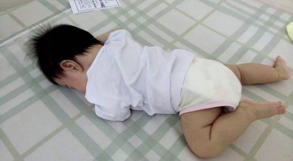 Trẻ sơ sinh mấy tháng biết lật | Cột mốc phải triển của trẻ sơ sinh