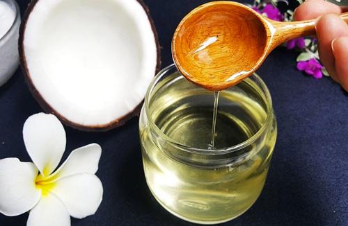 Cách trị chàm sữa bằng dầu dừa đơn giản, hiệu quả