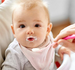 Cho trẻ ăn váng sữa có tốt không?