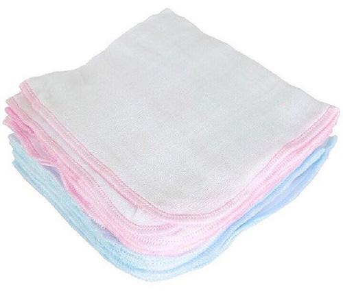 Một số chất liệu như là khăn sữa sợi tre, cotton, bông...mẹ có thể chọn cho bé
